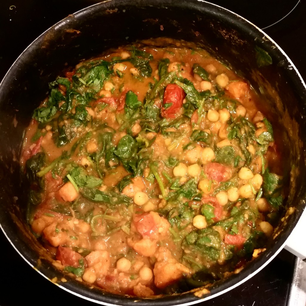 Sweet potato, spinach and chickpea curry