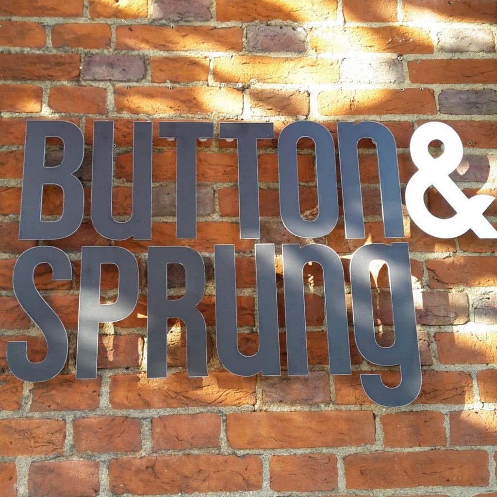 Button&Sprung