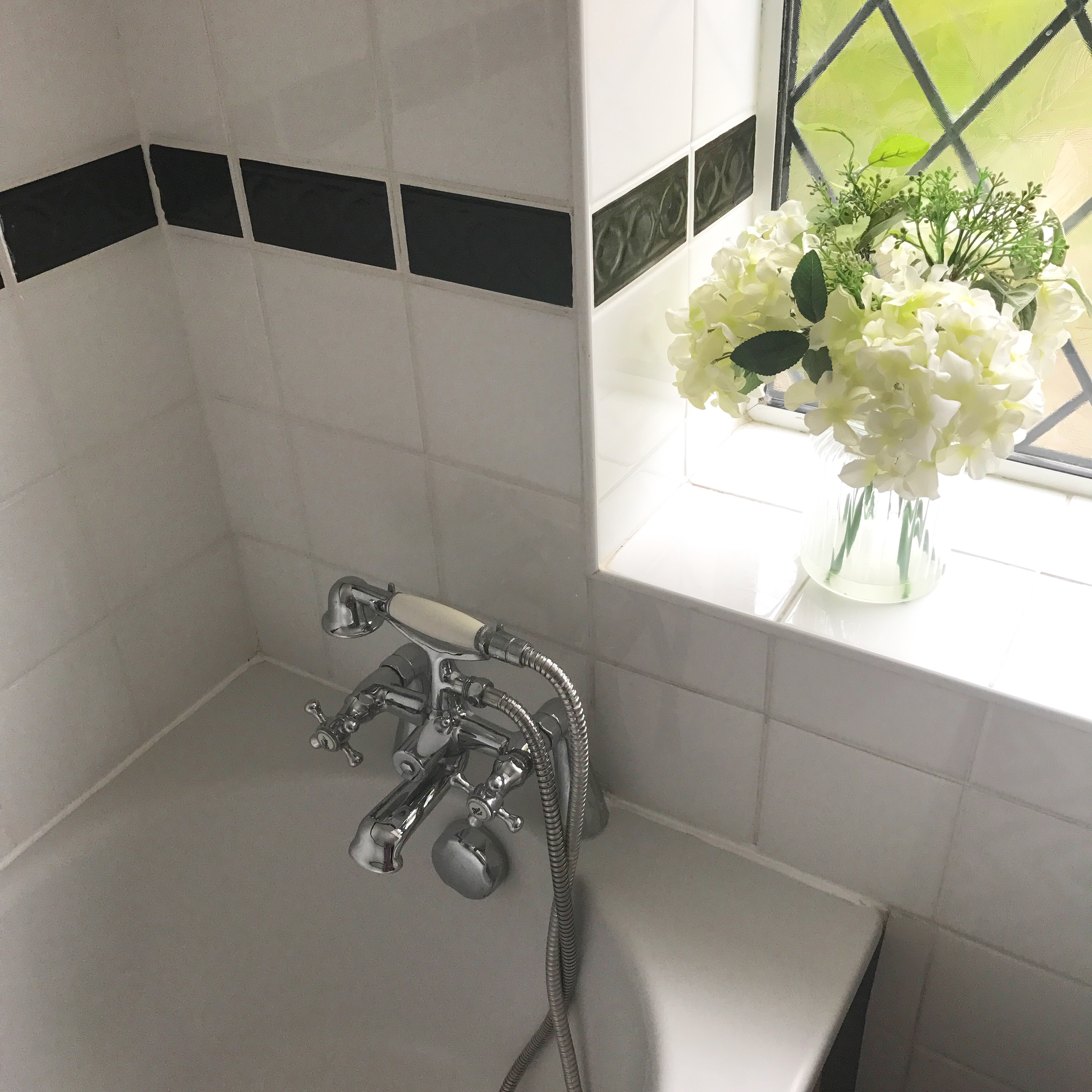 Diy Tips Painting Ceramic Tiles For A Bathroom Update