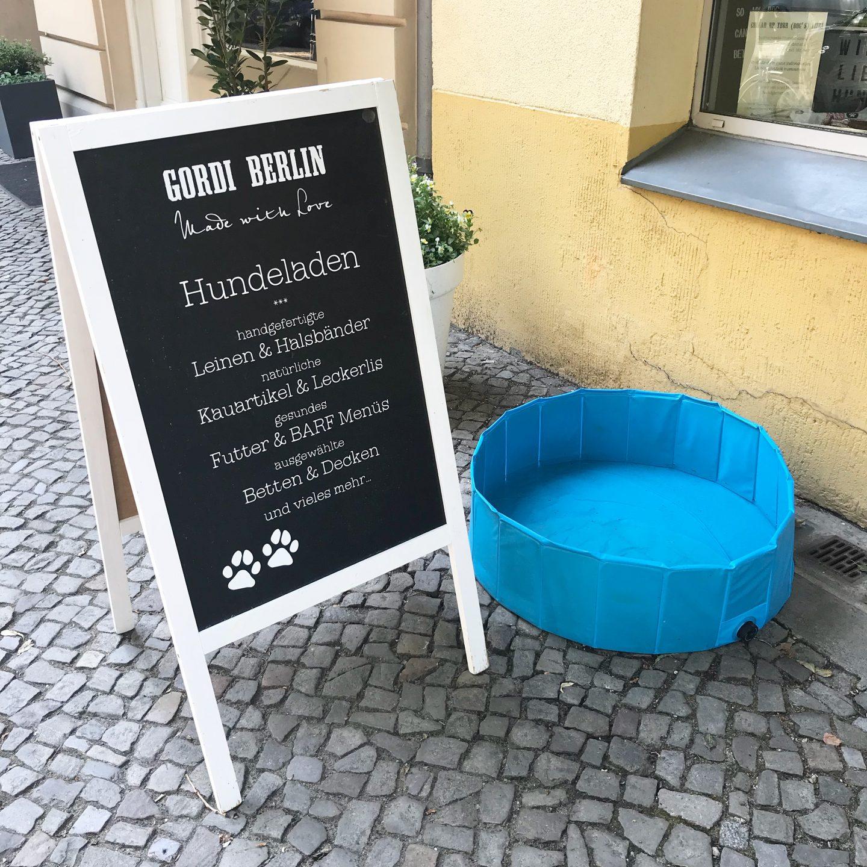 Berliners Love Dogs