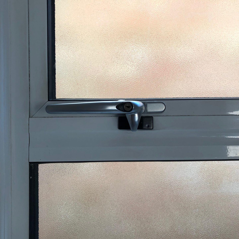 replacing window handles