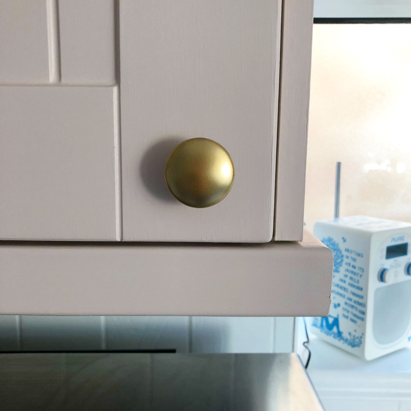 Kitchen Knob sprayed in Rustoleum Brilliant Gold